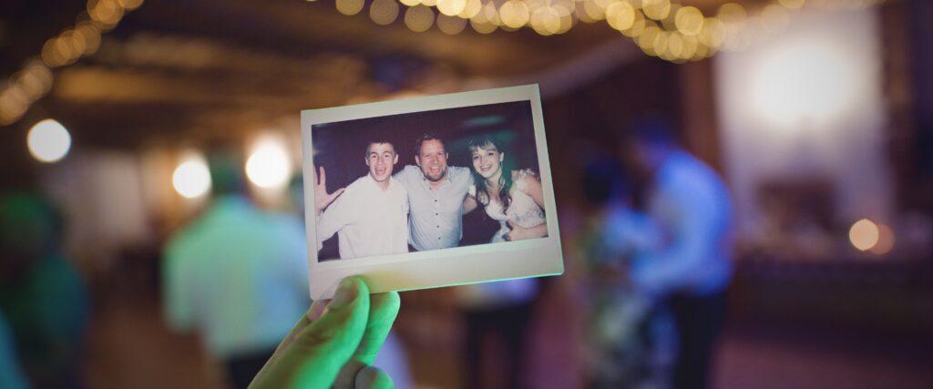 Instax a Polaroid na svatbu, zábava na svatbě, svatební fotograf Tomáš Kasal